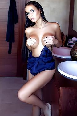 Busty Model Vivien