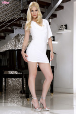 Charlotte Stokely 00